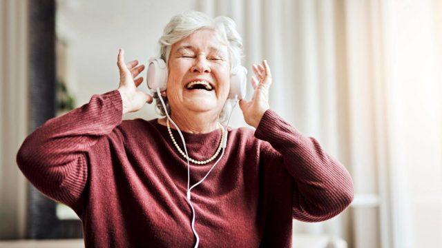 Vaikeaakin muistisairautta potevaan voi joskus saada yhteyden vanhan, tutun laulun kautta.