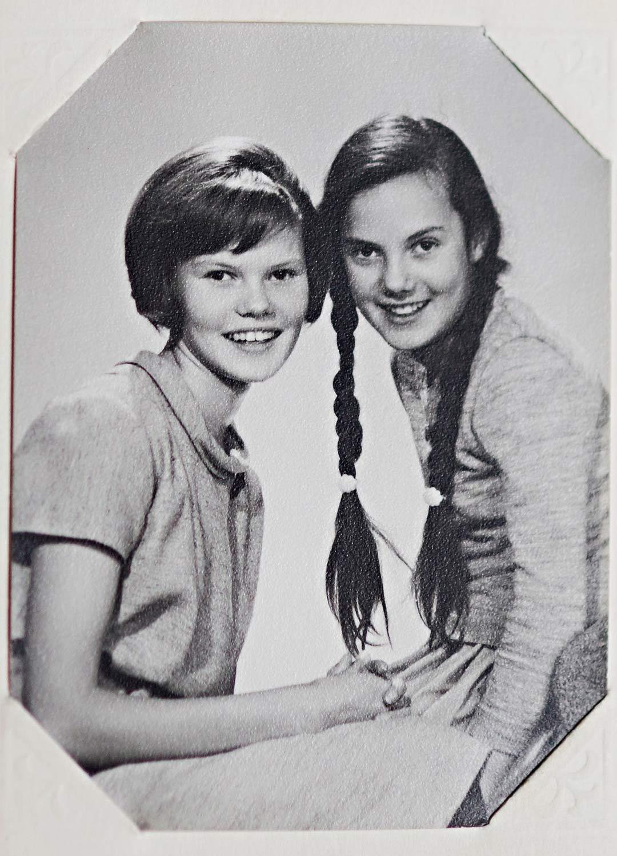 """Äiti oli lähes 40-vuotias, kun Marianne (oik.) syntyi. """"Britta oli neuvova isosisko, johon aina turvauduin."""""""