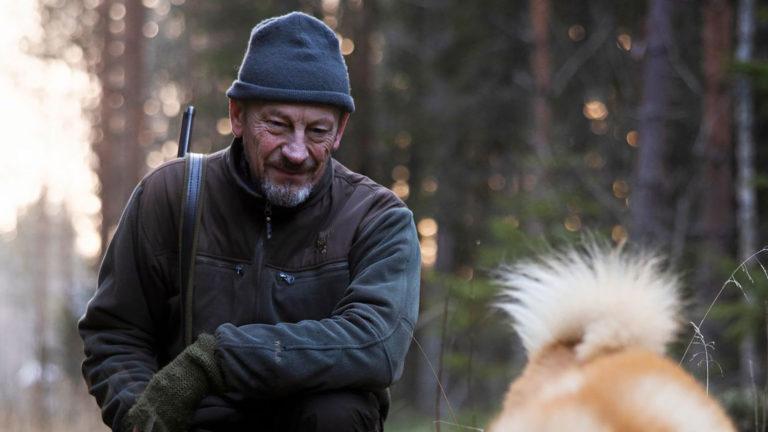 """Santeri Pakkanen on asunut Suomessa 30 vuotta. """"Omasta mielestäni solahdin tähän metsään ja järveen kuin Äänisen kiiski."""""""