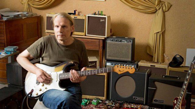 Kaj Stenvall soittaa lähes päivittäin bluesia.