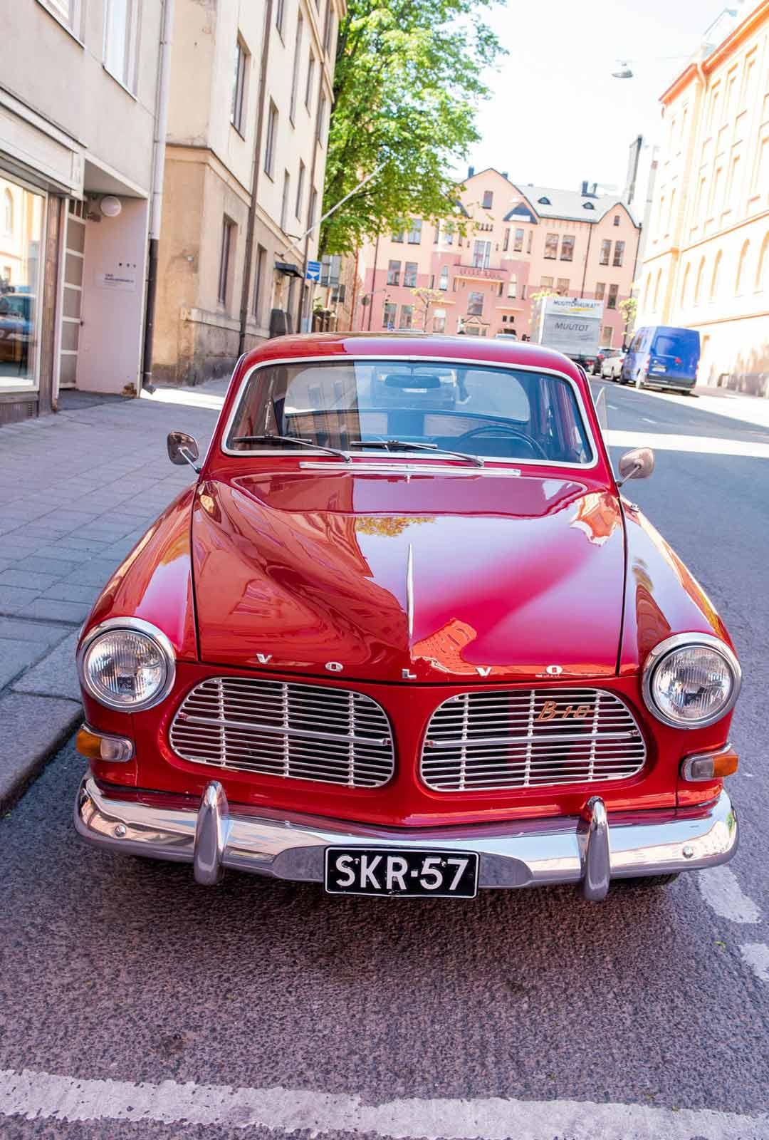 Unelma-auto, tulipunainen Volvo Amazon vuodelta 1966.