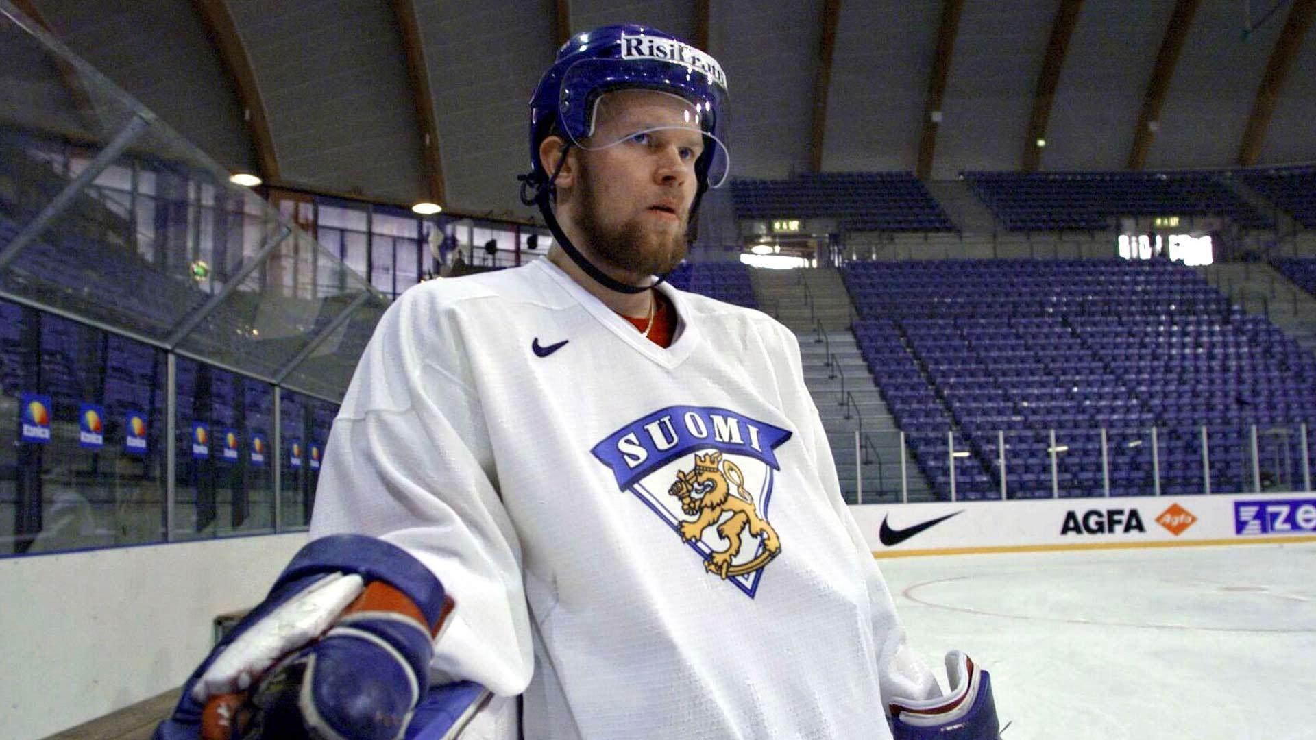 Keväällä 1999 Jere Karalahti pelasi MM-kisoissa. Leijonien tuliaisena Lillehammerista oli MM-hopea.