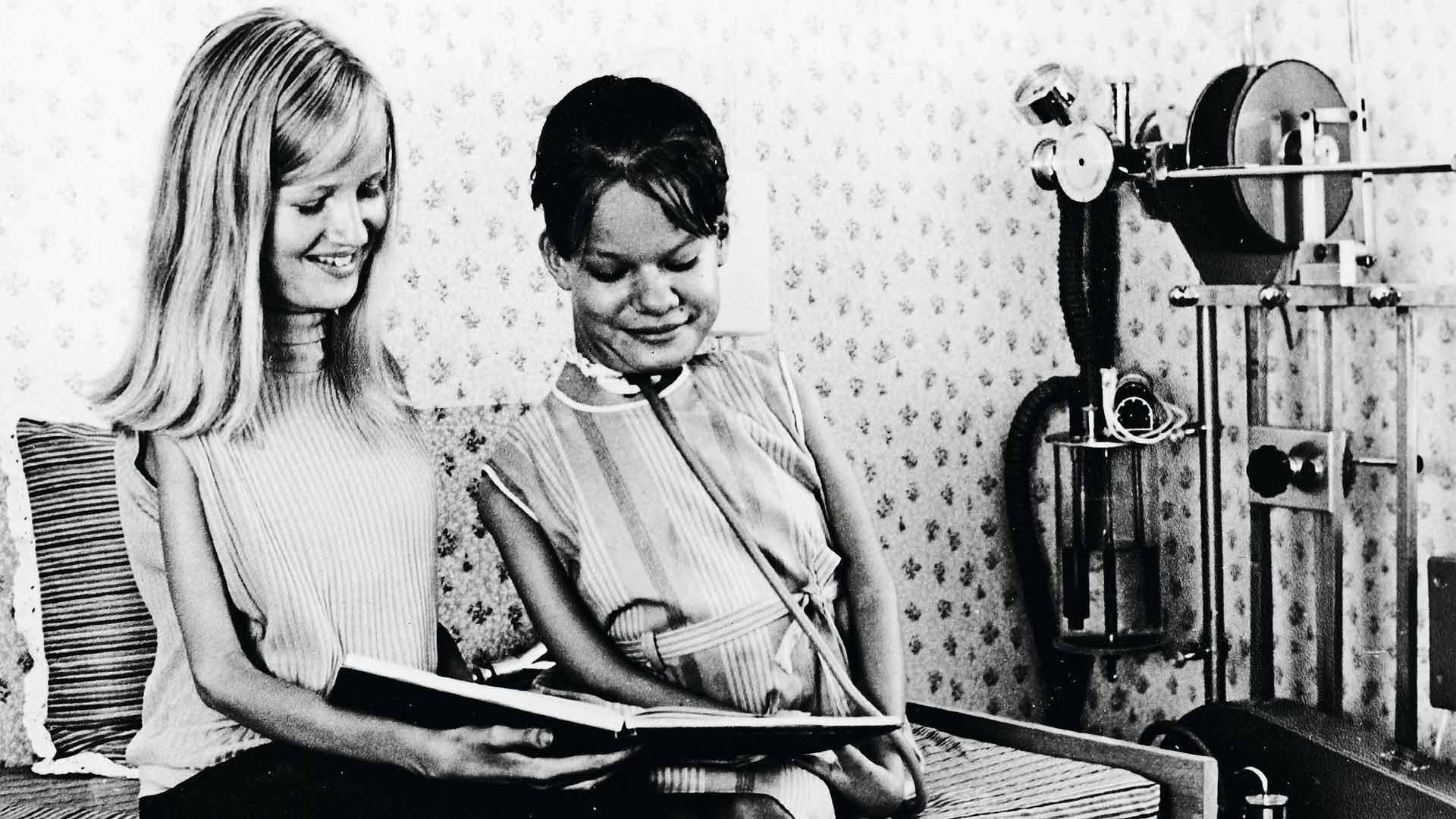 Ritan paras ystävä Elisa oli vertainen, tuki ja turva. Elisa kuoli, kun Rita oli 17-vuotias.