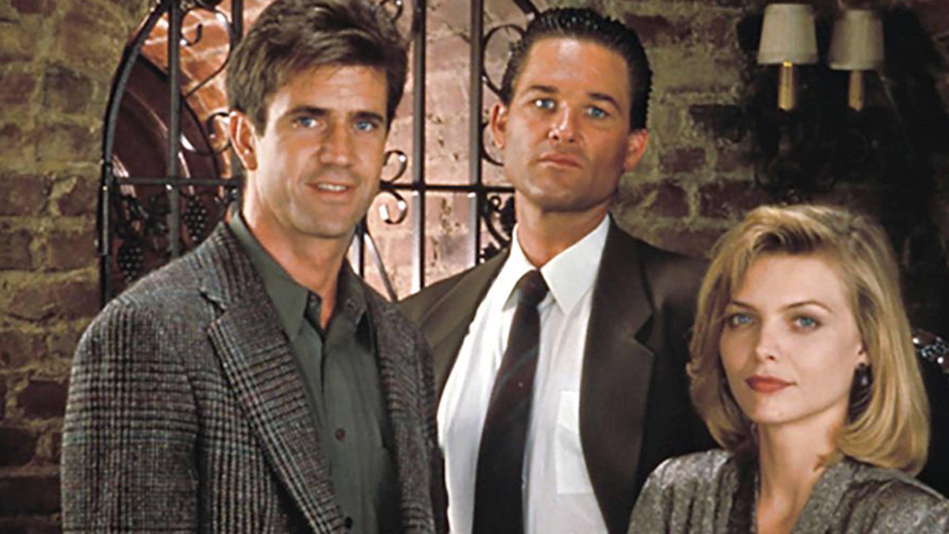 Mel Gibson ja Kurt Russell piirittävät Michelle Pfeifferia elokuvassa Tequila Sunrise – vaarallinen sekoitus.