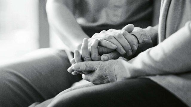 Kohtaamiset ja yhteydenotot voivat olla juuri niitä hetkiä, jotka kannattelevat ja pitävät yllä elämänhalua.