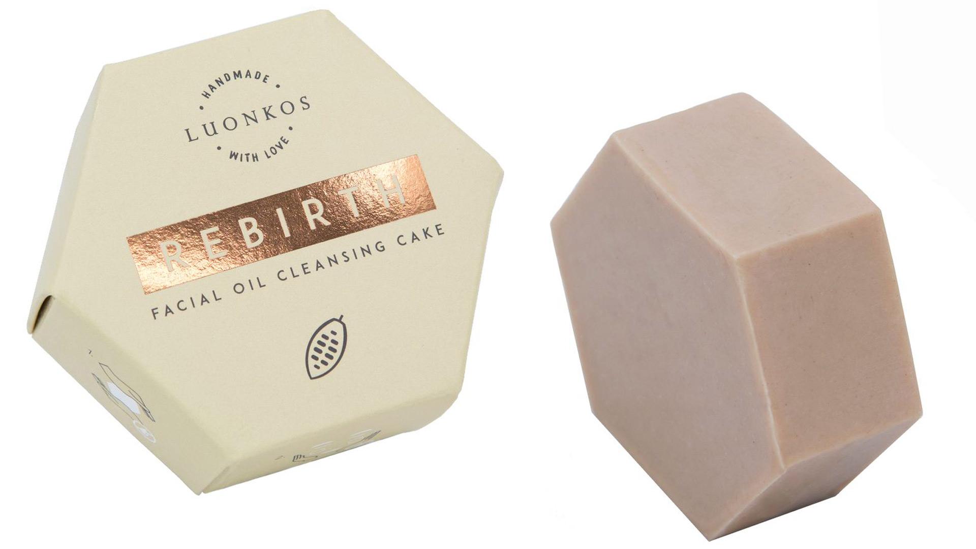 Uudenlainen puhdistustuote ei pese pois ihon luonnollista suojaa. Luonkos Rebirth-öljypuhdistuskakku, 29,90 €/60 g.