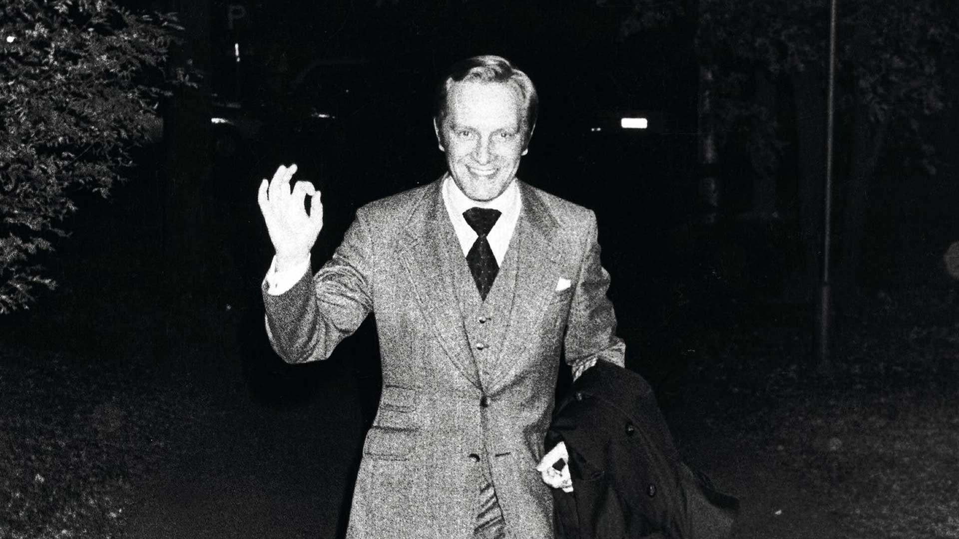 """Leveästi hymyilevää poliitikkoa pidettiin 1970- luvulla helposti jopa liian """"amerikkalaismaisena"""". Länsityyli sallittiin harvoille, kuten Harri Holkerille."""