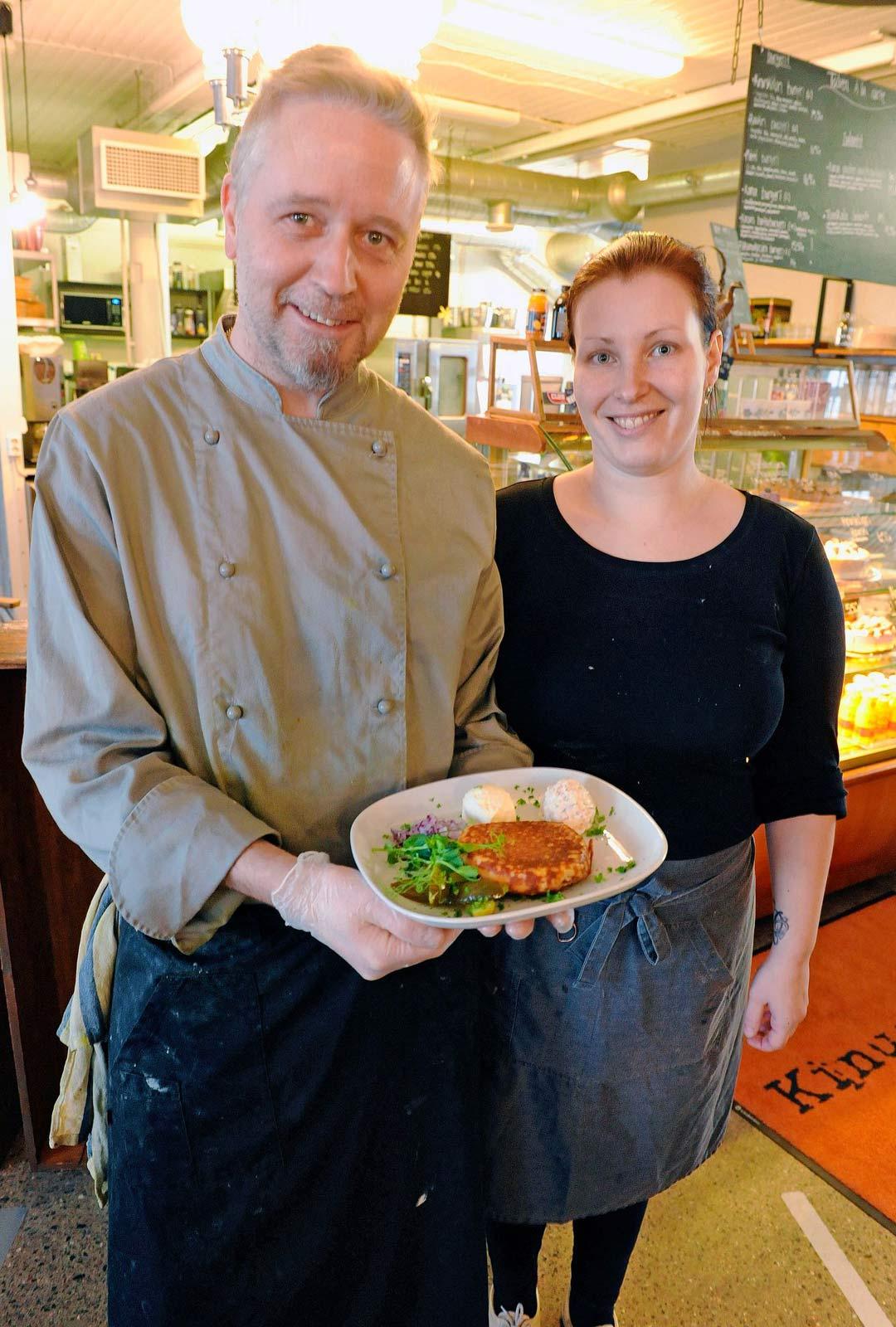 Katja ja Jake Kiiskinen Kinuskilla-kahvilassa