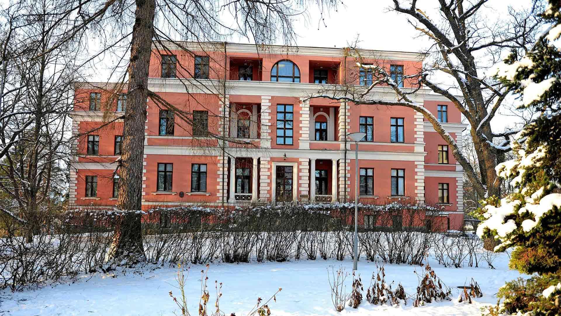 HUS omistaa sairaalan rakennukset ja maa-alueen. Husin hallitus päätti Kellokosken sairaalan lakkauttamisesta, kun laitos täytti sata vuotta vuonna 2015.