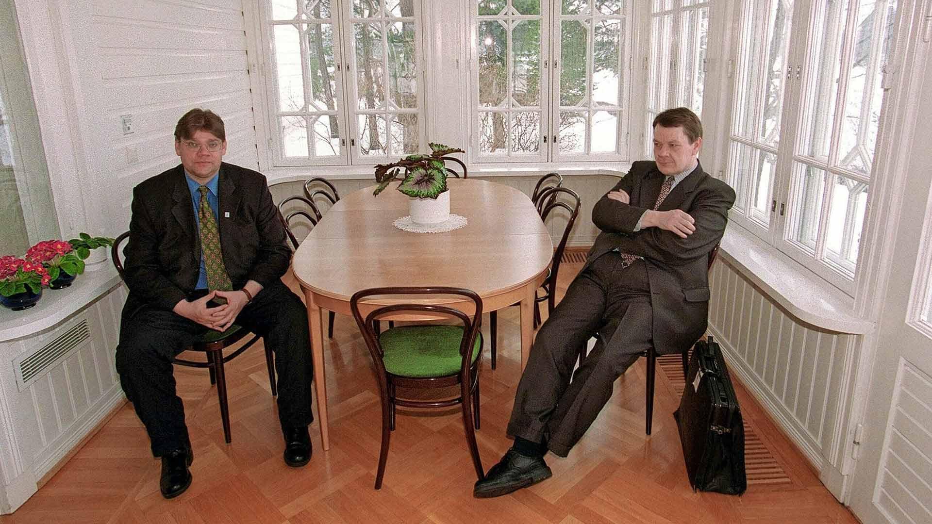 Vuoden 1999 eduskuntavaaleissa perusuomalaiset sai läpi yhden kansanedustajan, Timo Soinin (vas.). Myös Risto Kuisman edustama Remonttiryhmä oli vuoden 1999 vaalien jälkeen yhden kansanedustajan puolue.