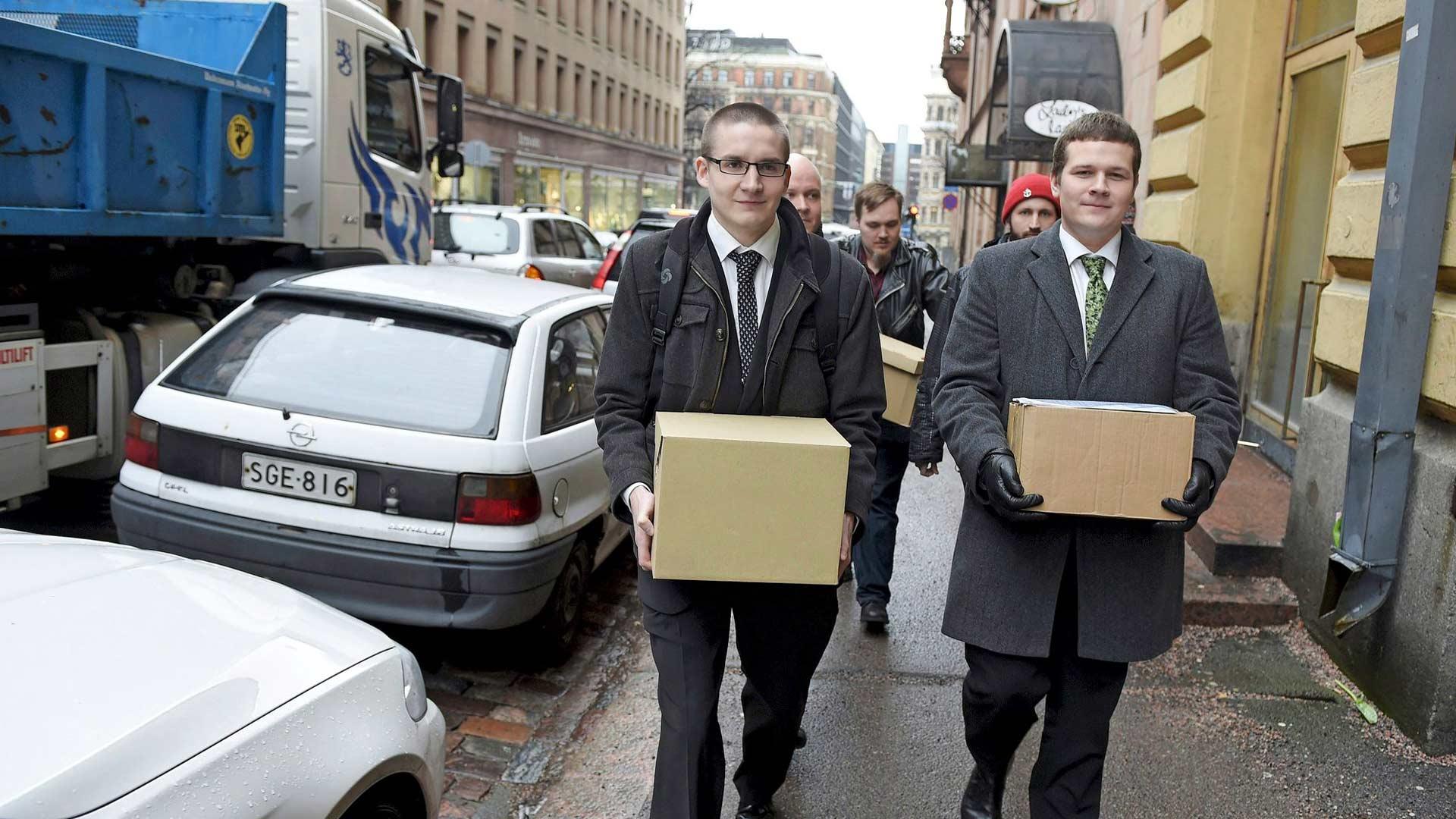 Kansallisen viskipuolueen puheenjohtaja Juhani Kähärä sekä Tuomas Tiainen toivat puolueen rekisteröimiseksi kerätyt kannattajakortit oikeusministeriöön vuonna 2016. Puolue muutti nimensä pian Liberaalipuolueeksi.