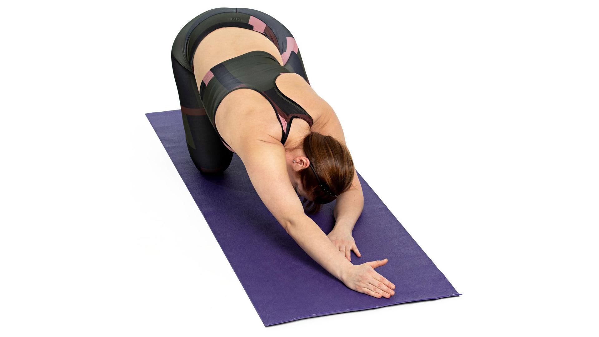Kurota etuviistoon lattiaa pitkin suoralla kädellä, paina kainaloa lattiaa kohti ja hieman sivulle ja puske saman puolen istuinkyhmyä taaksepäin.