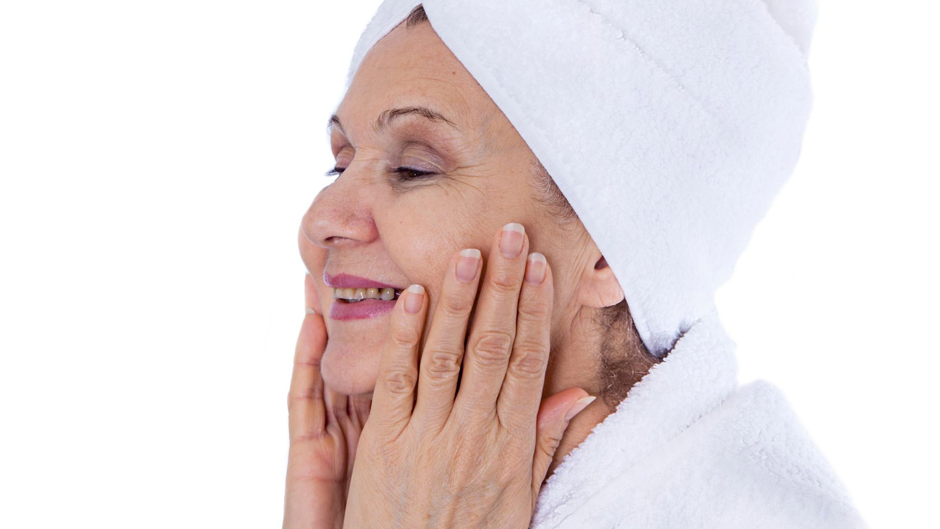 Ikääntyvässä ihossa tapahtuu monenlaisia sisäsyntyisiä asioita: iho kuivuu, ohenee ja rypistyy.