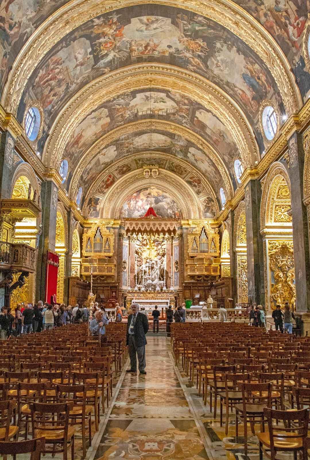 Pyhän Johanneksen katedraalin lattian marmori-intarsiatyöt häikäisevät taidokkuudellaan.