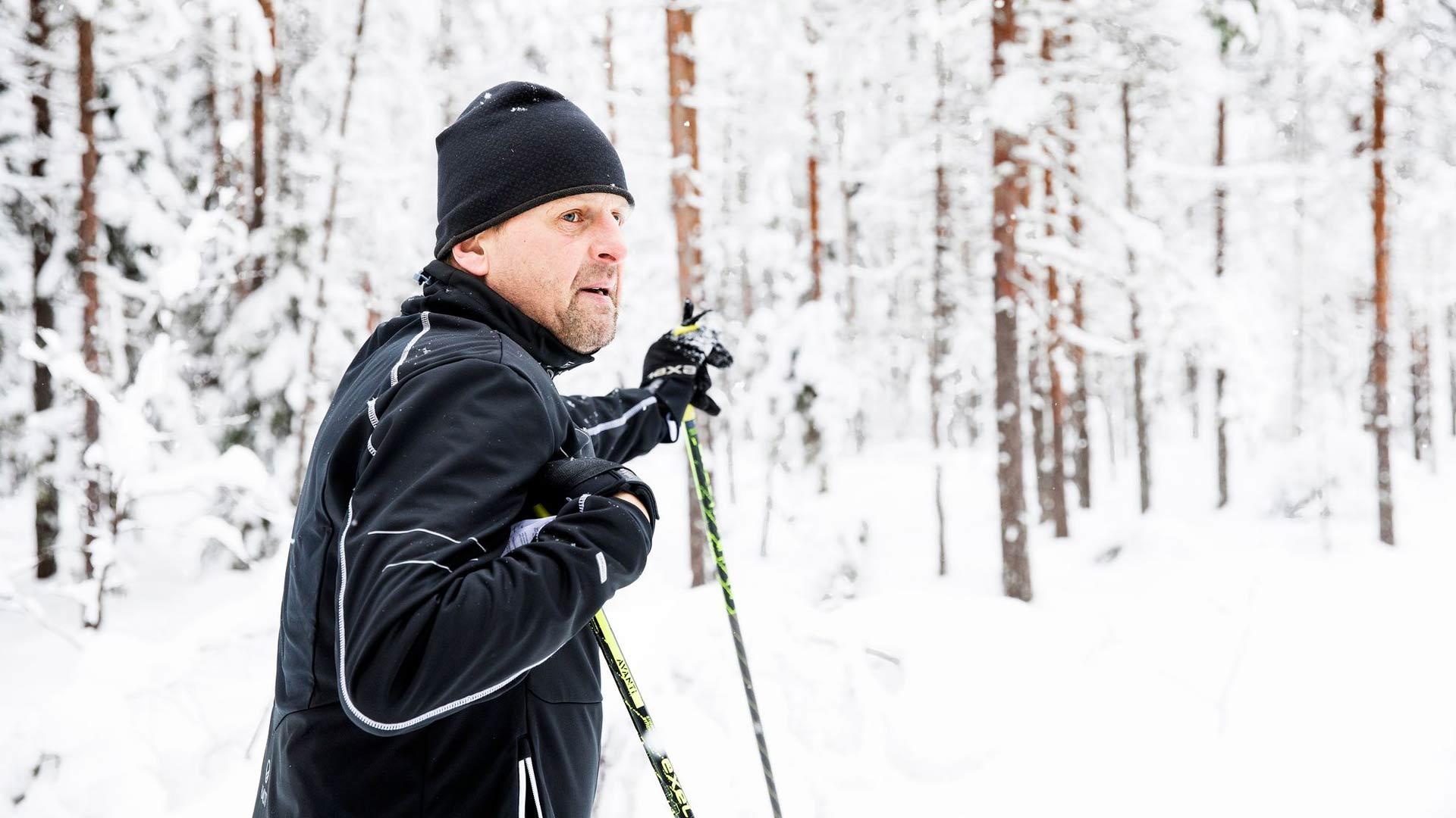 """Kari Turpeinen hiihtää mieluiten Kolilla. """"Täällä lenkkeily- ja patikointipolutkin ovat ihan omaa luokkaansa."""""""