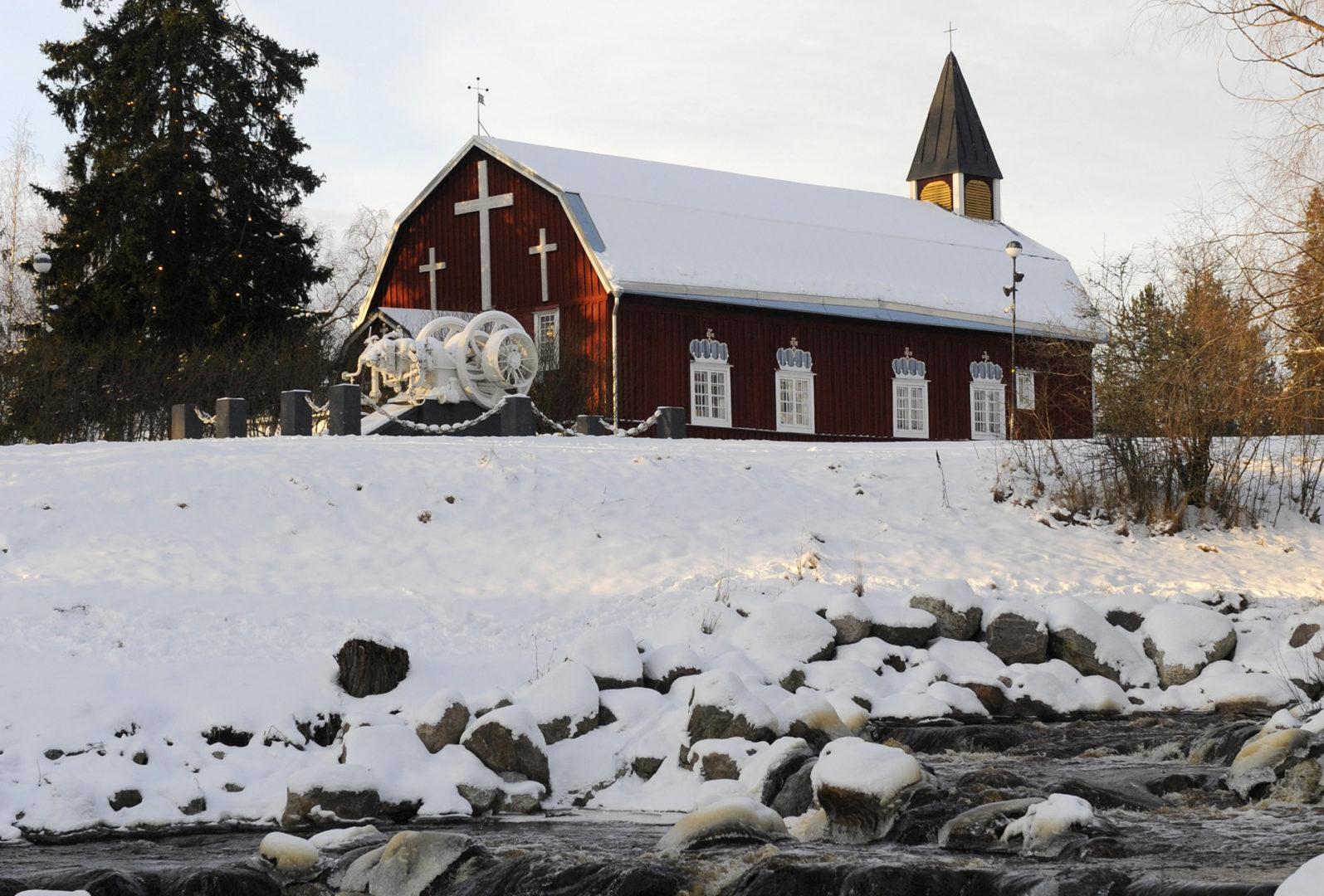 Kellokosken ruukkialue on yhä yksi Suomen yhtenäisimmistä rautateollisuusalueista. Ruukin vanhin rakennus on hirsirakenteinen kirkko, joka rakennettiin patoaltaan mäelle vuonna 1800.