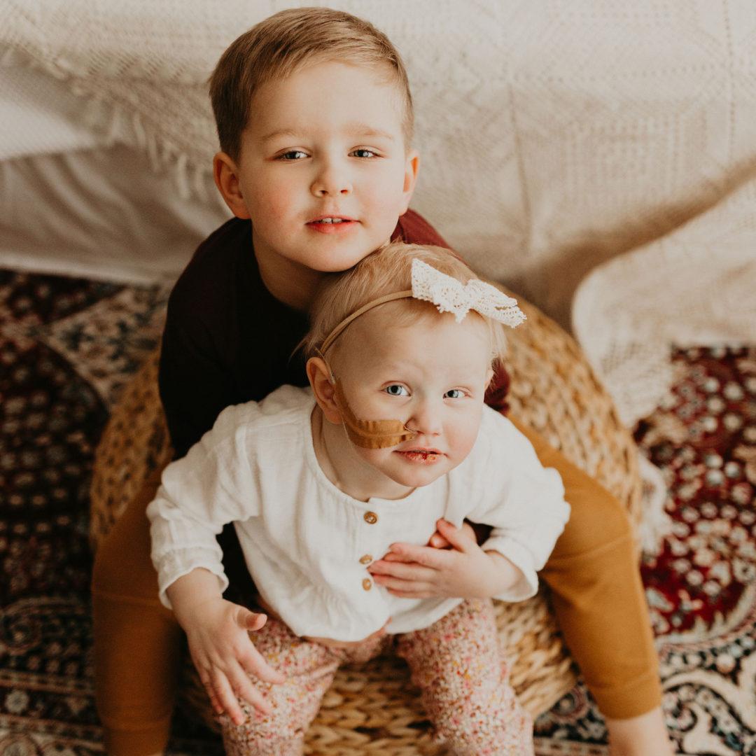 Aava ja Luukas-veli ovat läheisiä.
