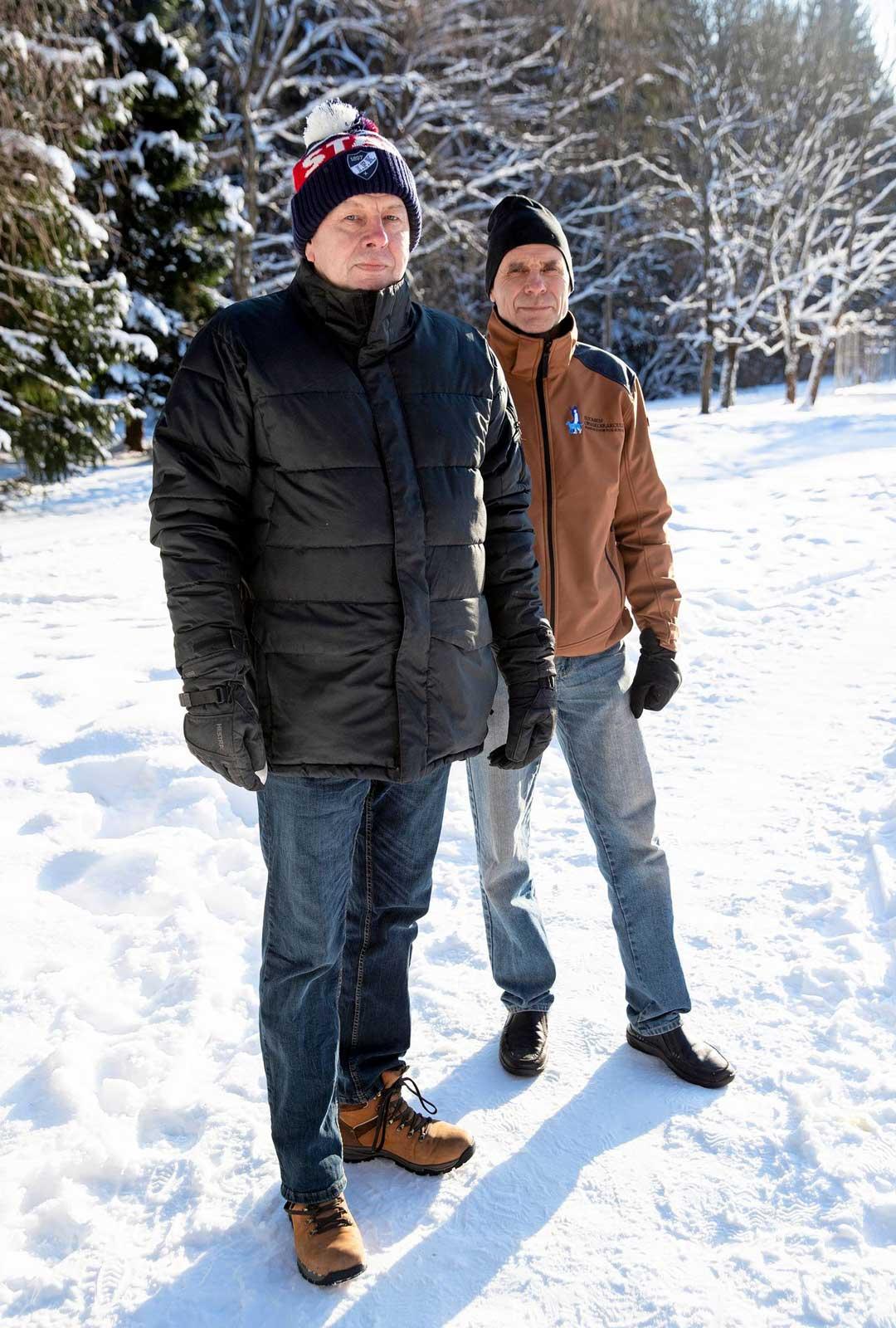 Tom Jaatisen ja Sakari Pekkasen mukaan monet kriitikoiden kertomat, rajuilta näyttäneet koirankoulutustilanteet perustuvat väärintulkintoihin ja -käsityksiin.
