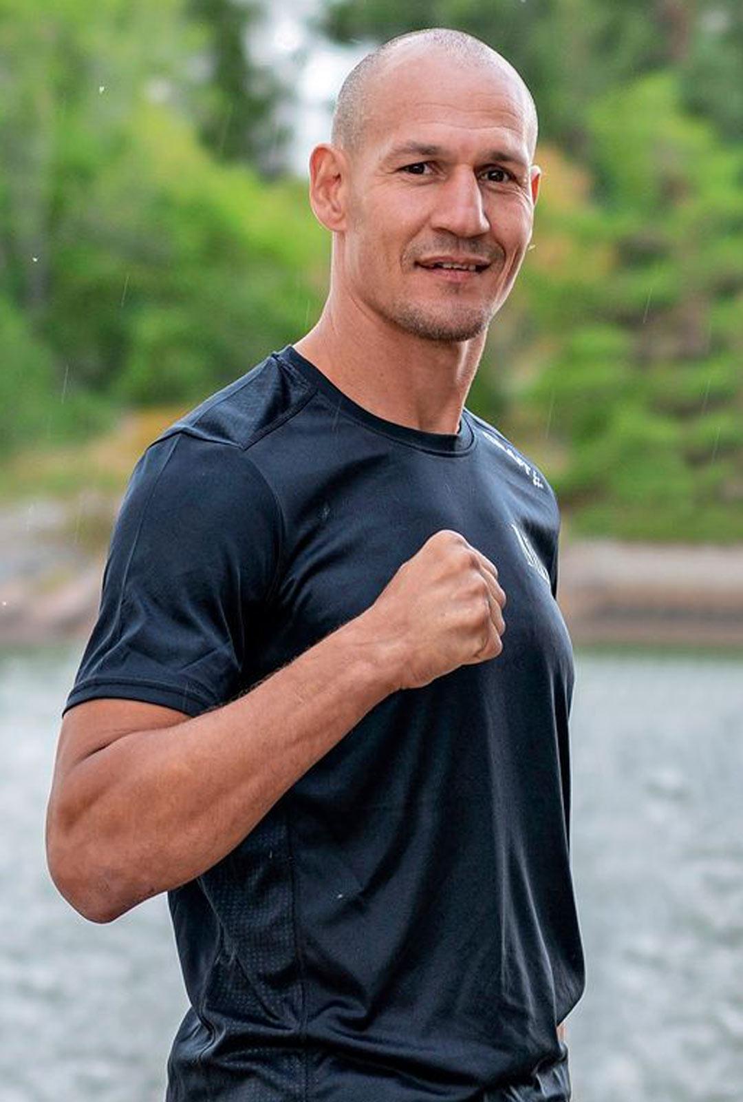 Nyrkkeilijä Amin Asikainen.