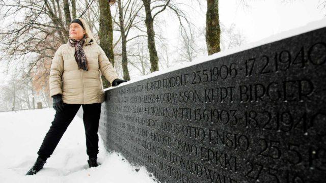 """Eeva Tammi haluaa omilla tutkimuksillaan löytää ihmiset numeroiden ja nimien takaa. """"Haluan olla sukupolvien ketjussa mukana kertomassa sodista niin, ettemme koskaan niitä unohtaisi."""""""