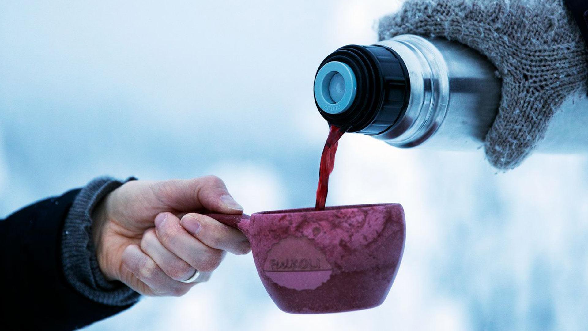 Pidemmille retkille kannattaa ottaa lämmintä juomaa.