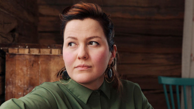 Esikoiskirjailija Liisa Louhela