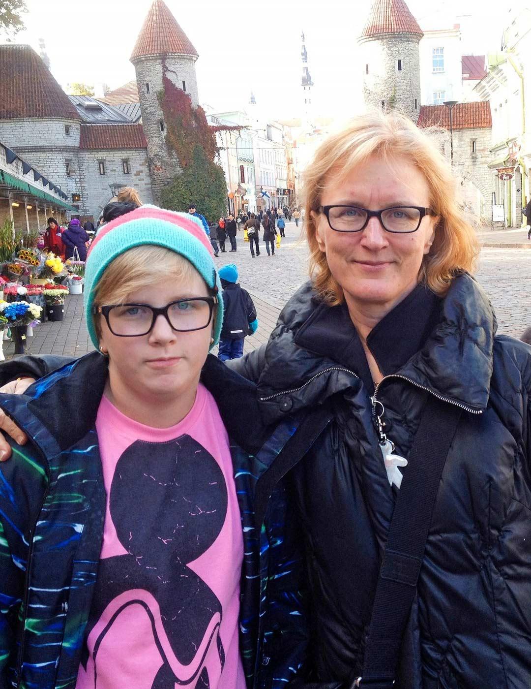 Tallinnassa vuonna 2011. Varhaisteininäkin Alina matkusti mielellään kanssani, myös kaksin.