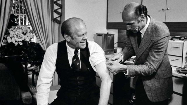 Yhdysvaltain presidentti Gerald Ford otti lokakuussa 1976 julkisesti oman sikainfluenssarokotuksensa. Epidemia osoittautui lähes vaarattomaksi, mutta rokotteella saattoi olla vakavia haittavaikutuksia, mikä vähensi amerikkalaisten rokoteuskoa.