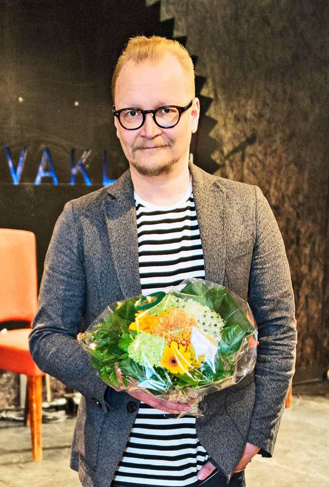 Kioskin ohjaaja, näyttelijä Janne Reinikainen.