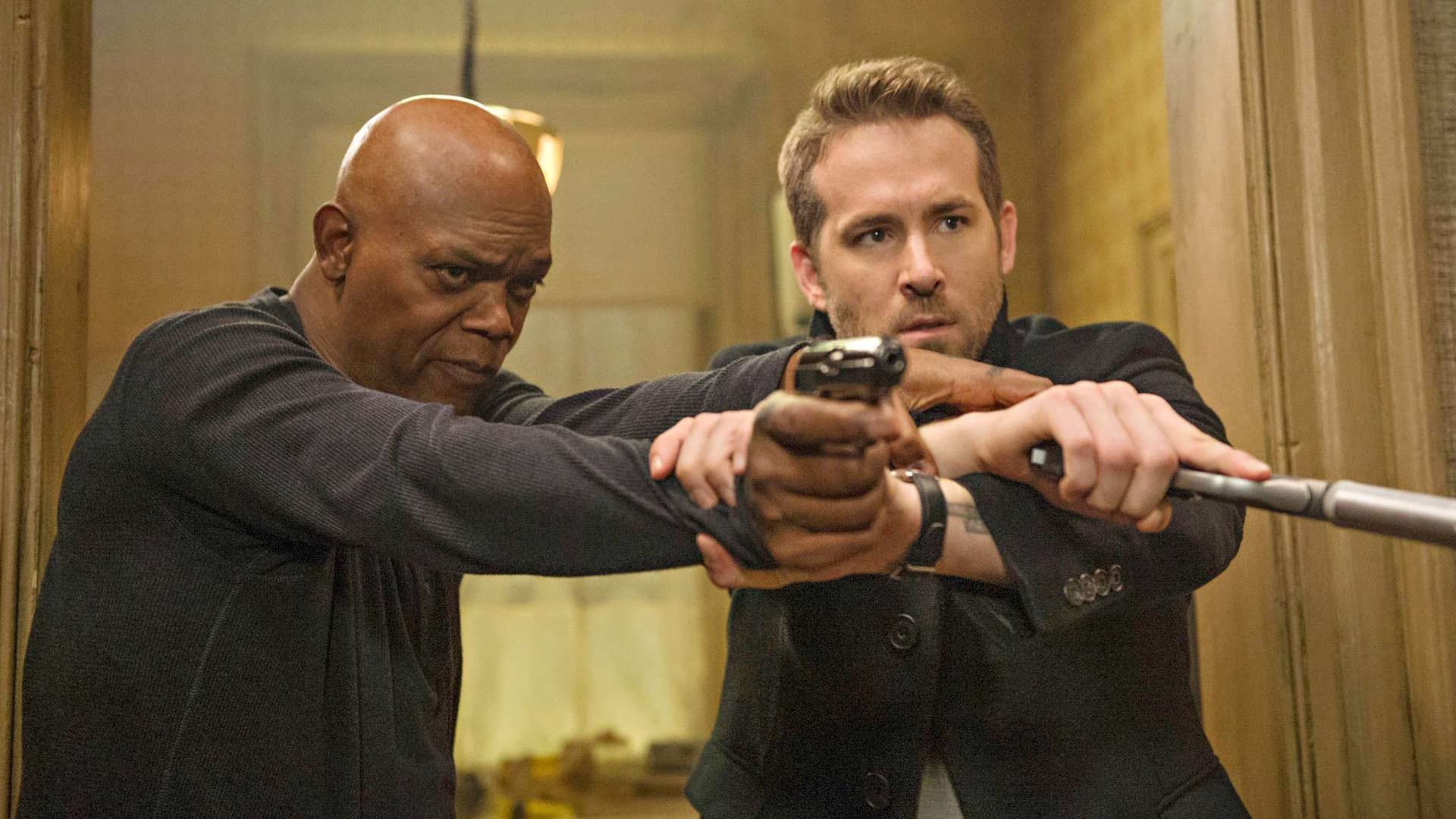 Samuel L. Jackson  ja Ryan Reynolds elokuvassaHitman's Bodyguard.