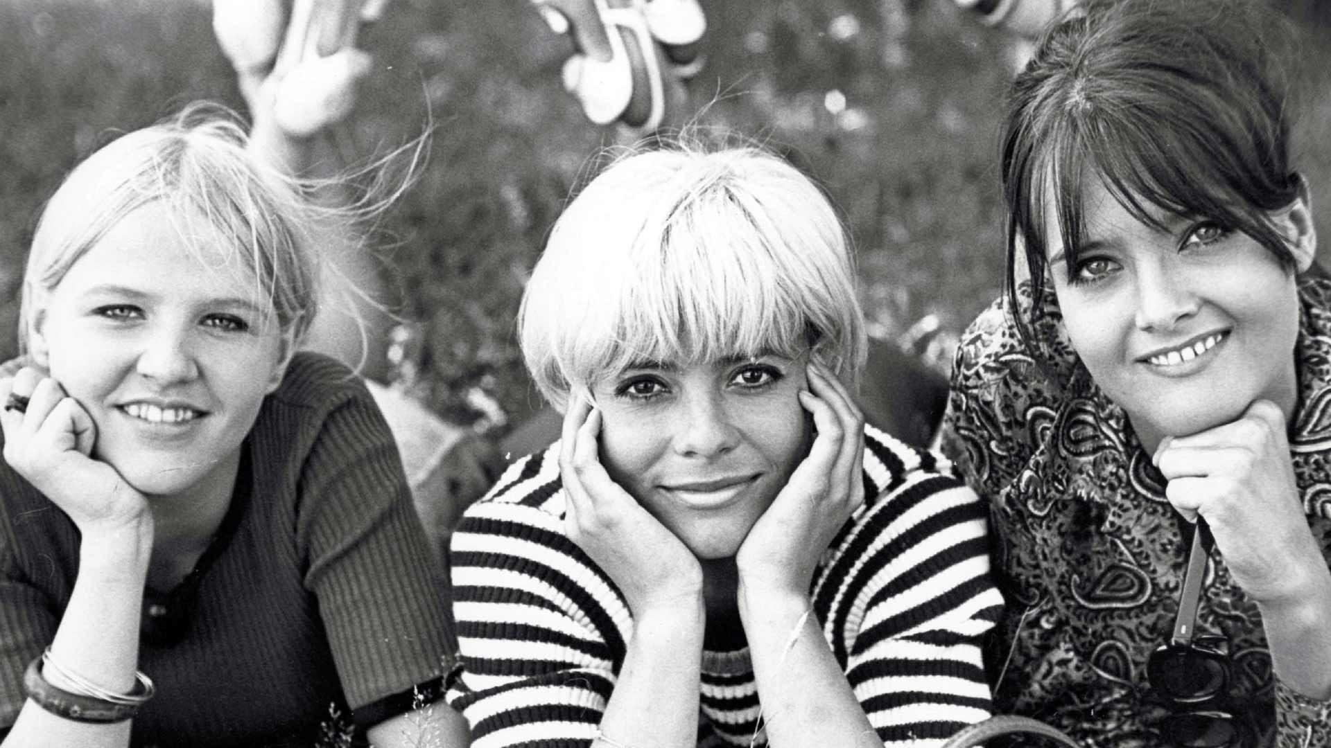 Lapualaismorsian, kuvassa Lulu (Aulikki Oksanen), Tenu (Kirsti Wallasvaara) ja Liisa (Kristiina Halkola).