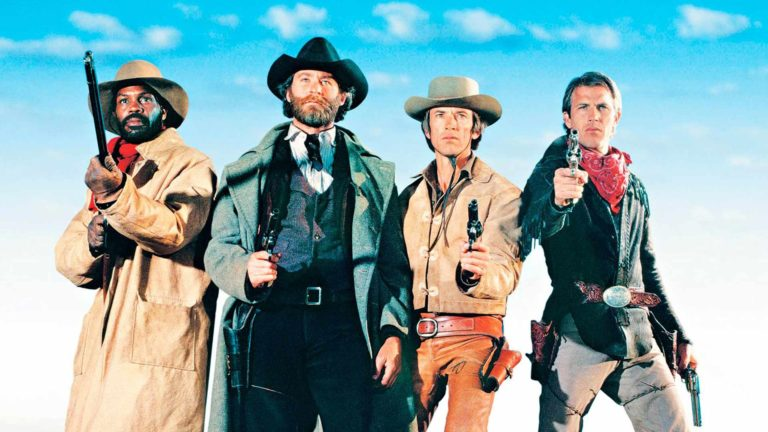 Lawrence Kasdanin lännenelokuvaSilverado, näyttelijätDanny Glover, Kevin Kline, Scott Glenn ja Kevin Costner nähdään lännenelokuvan päärooleissa.