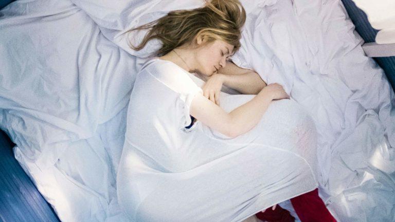 Astrid (Julia Jentsch) joutuu vaikean päätöksen eteen elokuvassa24 viikkoa.