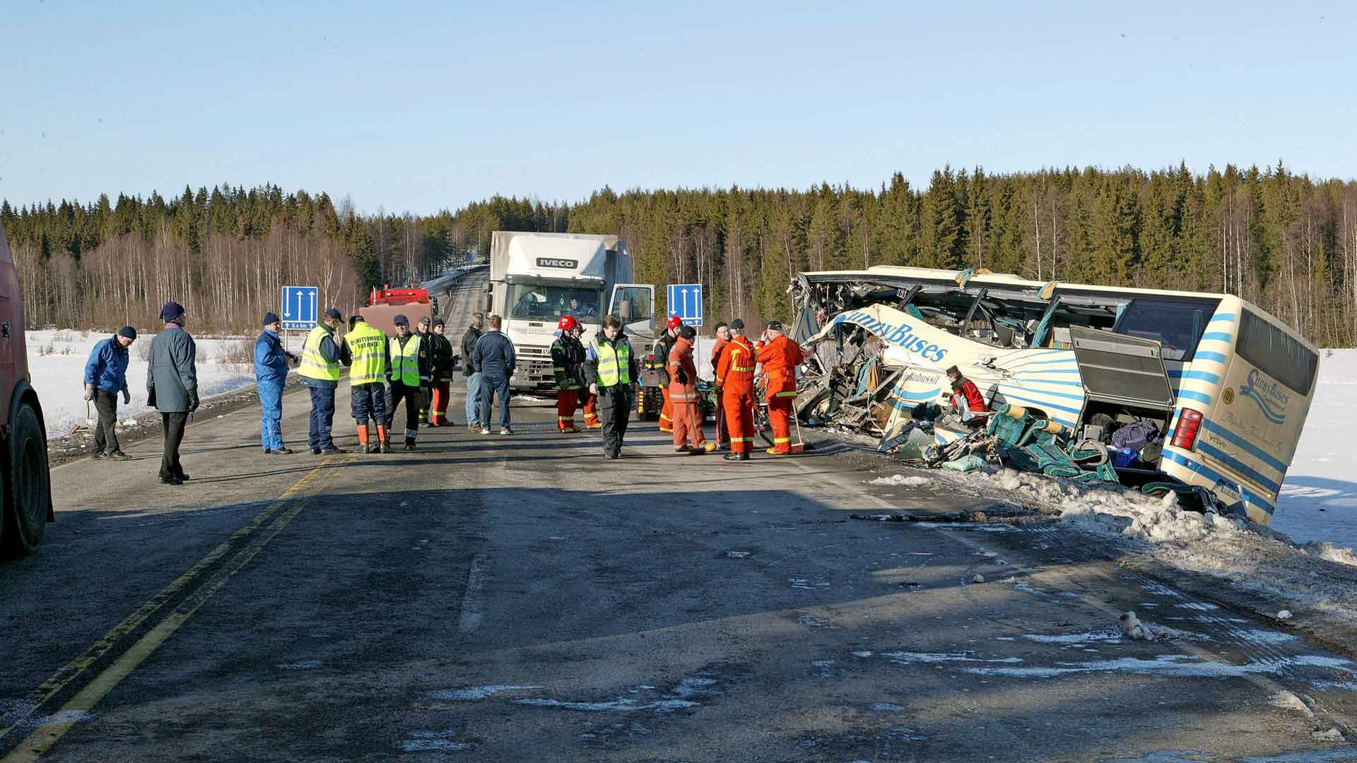 Jäinen tie oli suurin syy Suomen liikenneturmahistorian pahimpaan onnettomuuteen.