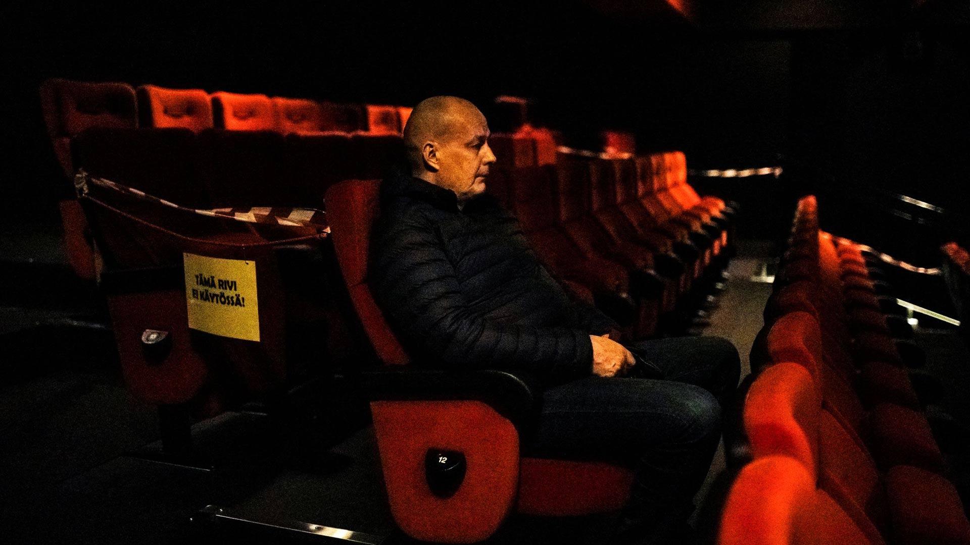 """Kuusikymppinen Jarmo tuli rehellisesti """"tappamaan aikaa"""" Kuvalinnaan Liam Neesonin The Marksmaniin: """"Viimeksi katsoin sen Jere Karalahden elokuvan."""""""