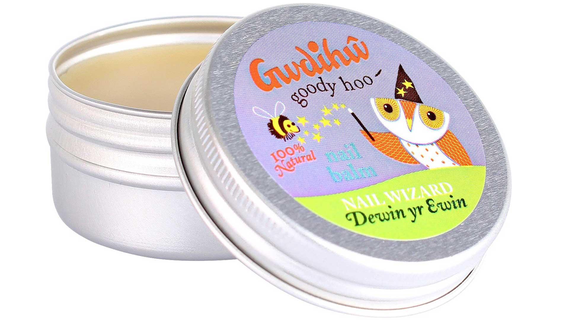 5. Kynsibalsami ehkäisee kynsien halkeilua sekä ravitsee ja pehmentää kynsinauhoja, Gwdihw Nail Wizard -kynsibalsami/Ecco Verde. 6,60 €/25 G.