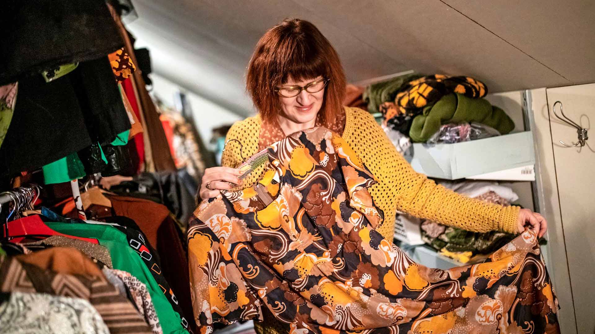 Sari on lainannut vintage-vaatteitaan myös Varkauden teatteriin.