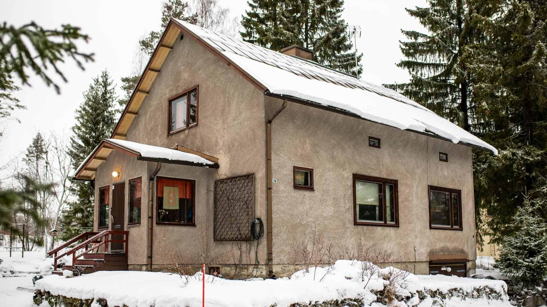 1950-luvulla rakennettu rintamamiestalo oli ollut pitkään asumaton ennen Kirjavaisten muuttoa.