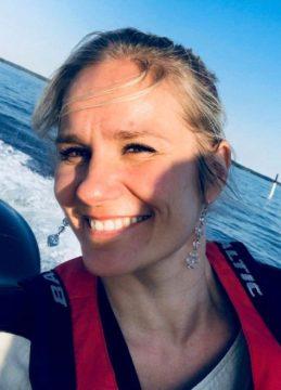 Näyttelijä Laura Malmivaara on viihtynyt Loviisassa jo 17 vuotta.