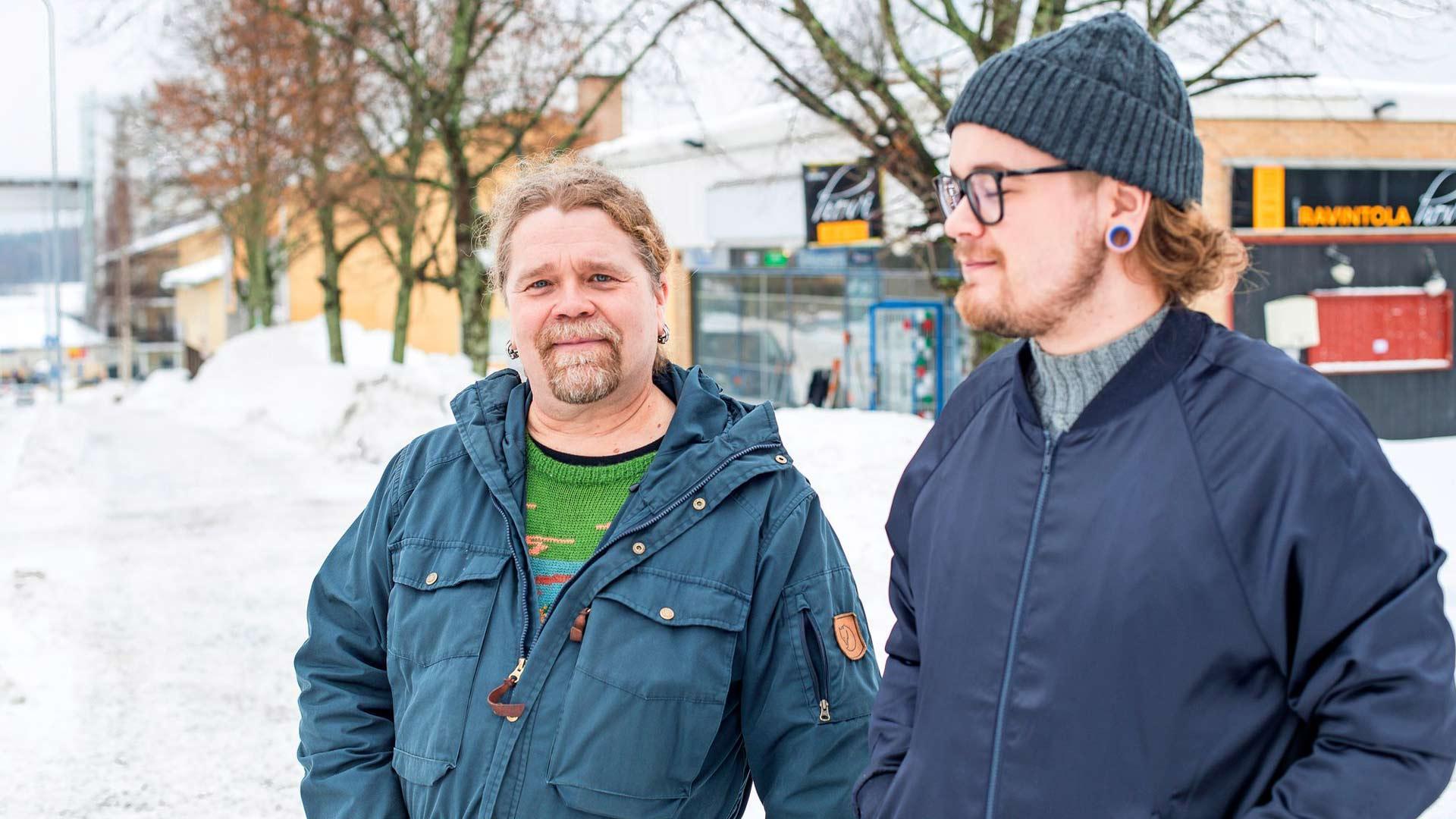 Pasi (vas.) ja Aapeli Möller eivät haluaisi oligarkkien pesiytyvän Saimaalle.