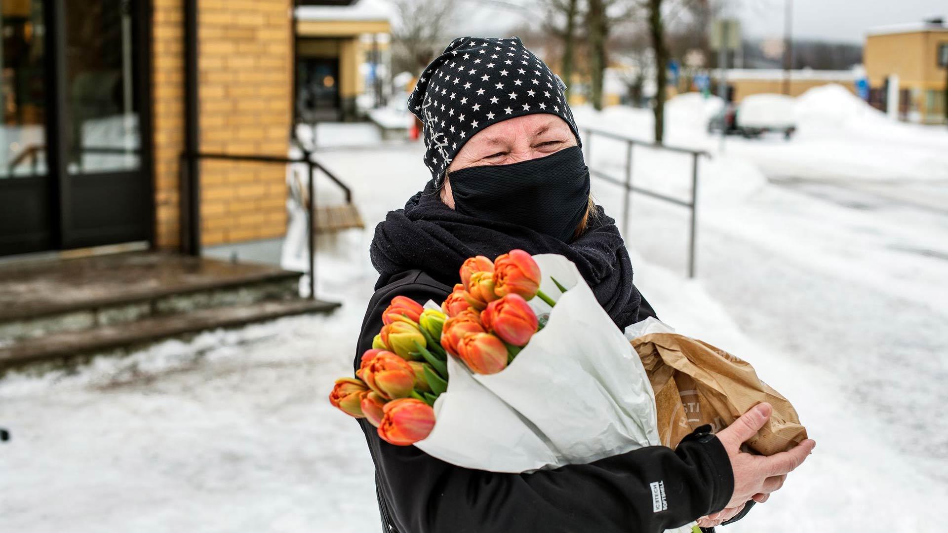 Tiina Jäntti-Hämäläinen sanoo, ettei suurliikemiehen rakennushanke hetkauta häntä millään tavalla.