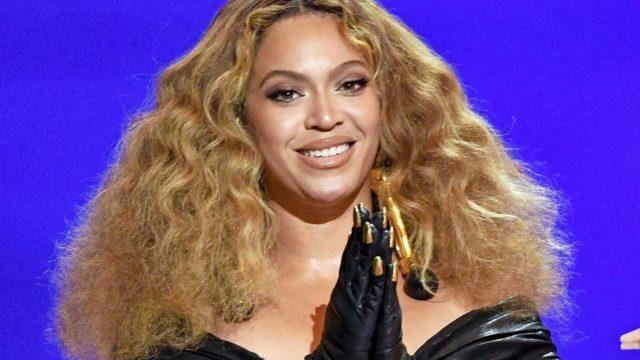 """Jenkkitähti Beyoncé rikkoi ennätyksiä kun hänestä tuli eniten Grammy-palkintoja voittanut naisartisti. """"Tämä on häkellyttävää. Olen työskennellyt yhdeksänvuotiaasta lähtien, enkä voi uskoa tätä todeksi"""", Beyoncé totesi."""