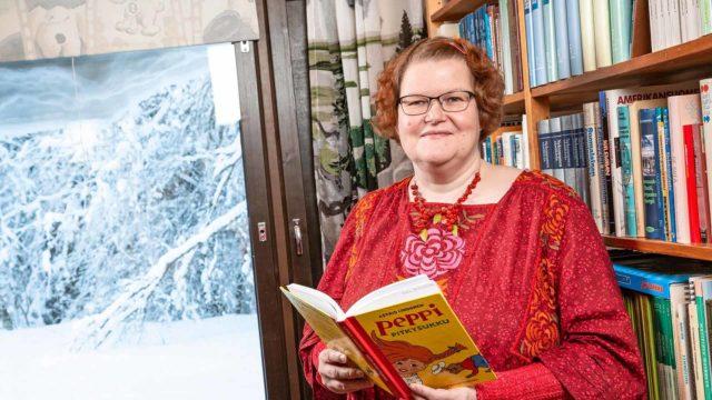 Karjalan kielen professori Helka Riionheimo ei ole itse opiskellut karjalan kieltä, vaan hän on omaksunut sen kuuntelemalla ja lukemalla.