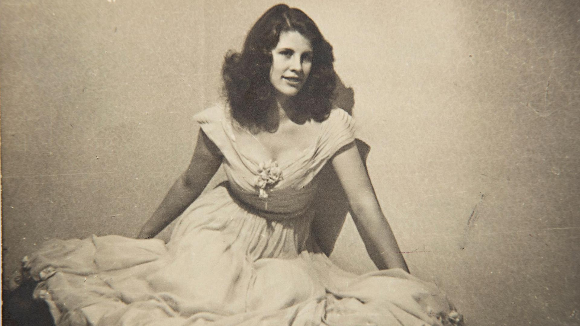 Ensimmäisen tanssipukunsa Aira osti parikymppisenä mustasta pörssistä.