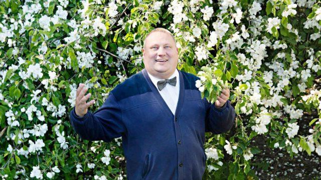 Keväisin Mikko Lagerström tankkaa itseensä kukkivien koristepuiden ihanuutta.