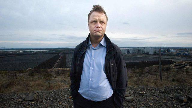 Jättiläinen, kuvassa Pekka Perä (Jani Volanen).