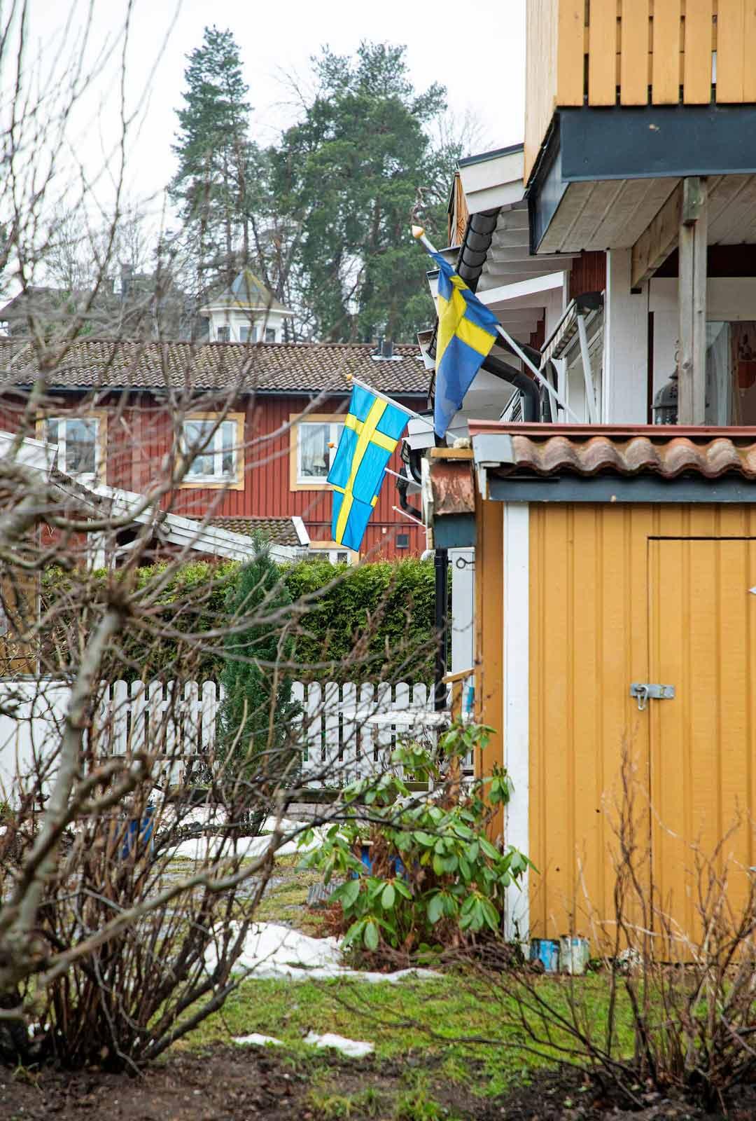 Maaliskuussa 2021 koronavirukseen liittyviä kuolemia oli Suomessa yhteensä 800. Ruotsissa vastaava luku on 13200.