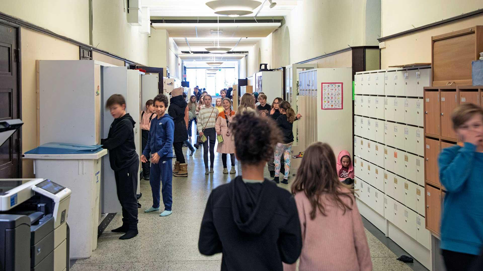 Koulun oppilaista oli viime keväänä enimmillään poissa yli 40 prosenttia. Joulun jälkeen läsnäoloprosentti on pysynyt lähes normaalina.