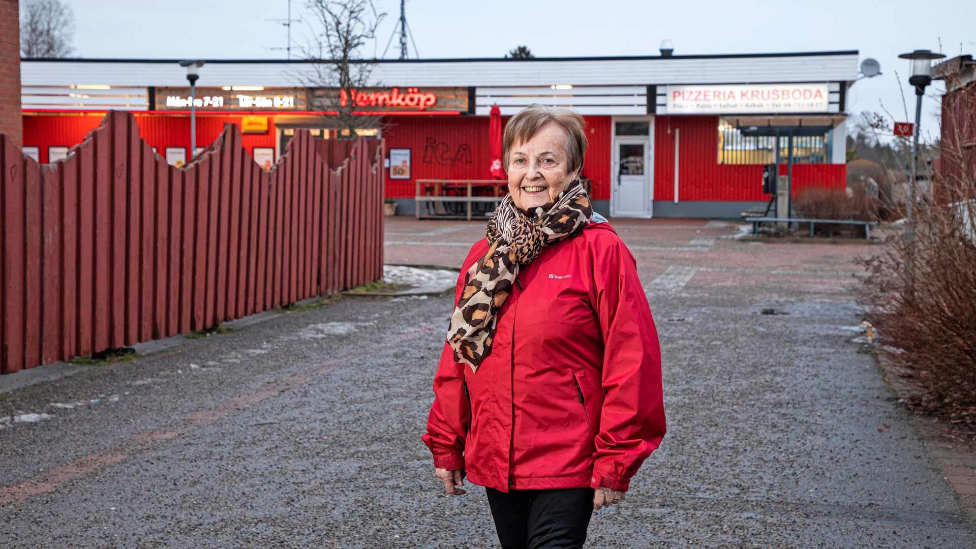 """Tyresön kunnan asukkaista oli enimmillään suomalaisia lähe 13 prosenttia.""""Tässä oli pelkkää metsää aiemmin"""", sanoo 14-vuotiaana Ruotsiin muuttanut Taimi Björklund."""
