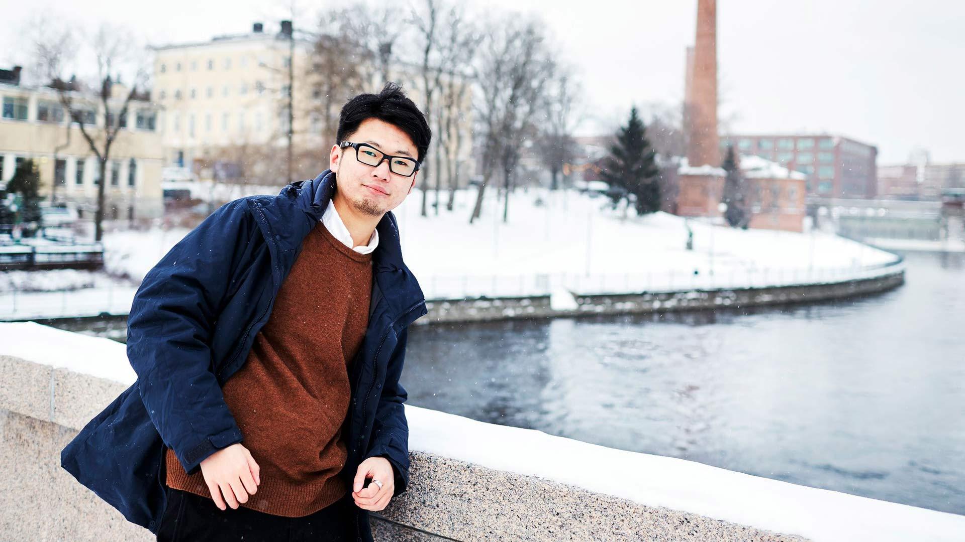"""Gen Takagin mittapuulla Tampere on pieni kaupunki, mutta hän sanoo sen olevan etu. """"Asun aivan keskustassa, mutta kävelymatkan päässä on järvi- ja metsäluontoa."""""""